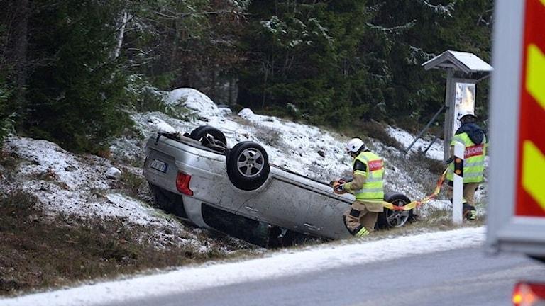 Bil voltade på länsväg 126