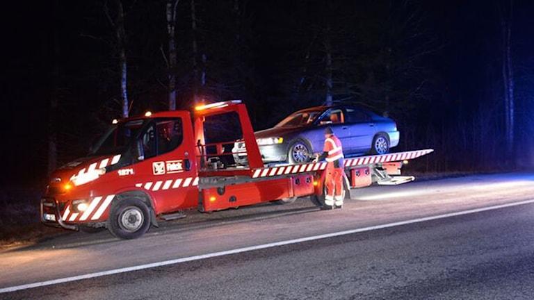 De båda bilarna som körde på älgen behövde bärgas efteråt.