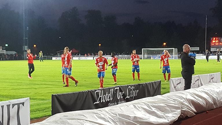 Östers spelare efter matchen på bortaplan.