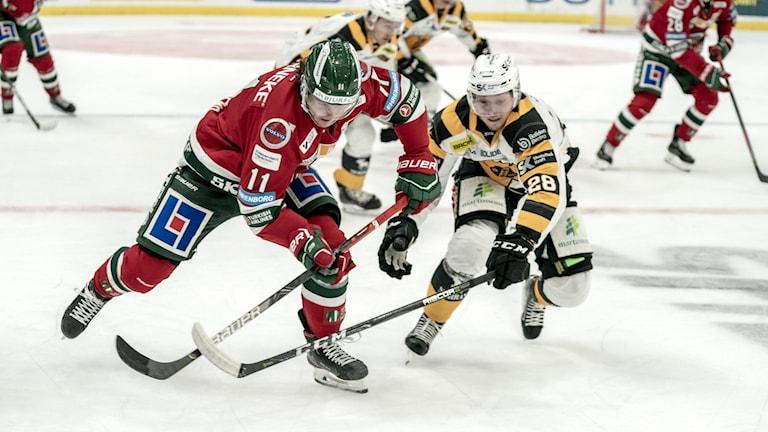 Frölundas Samuel Fagemo och Skellefteås Jesper Frödén.