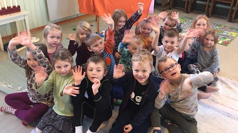 Barn på Sörfors förskola samlar till musikhjälpen