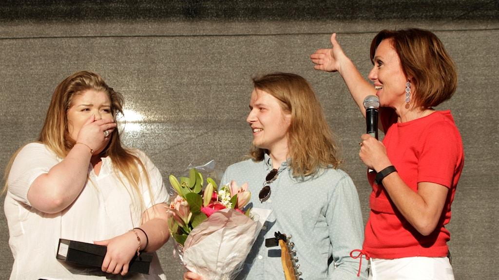 Emma och William, vinnare av P4 Nästa Västerbotten, just efter vinsten