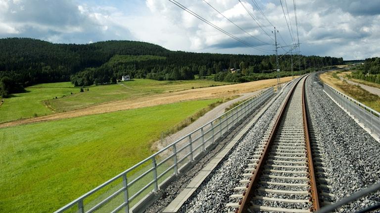 Lördagen den 28 augusti invigdes Botniabanan. Här är sträckan mellan Kramfors och Örnsköldsvik. Nu presenterar regeringen när Norrbotniabanan ska börja byggas.
