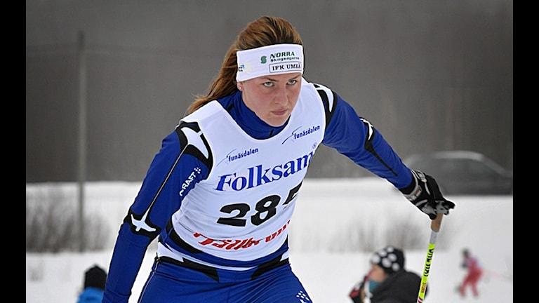 Linn Sömskar i skidspåret. Foto: Johan Eriksson.