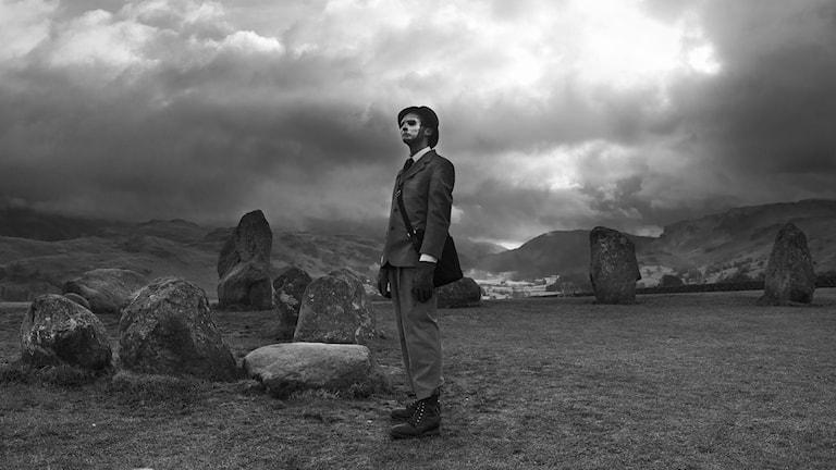 Atomic Priest at Castlerigg, av Robert Williams och Brian McGovern Wilson.