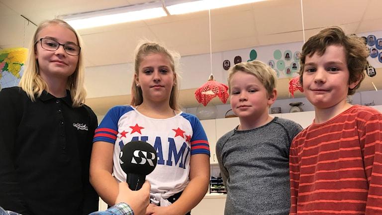 Fyra elever vid Nybyskolan i Ånäset intervjuas angående engagemang i Musikhjälpen.