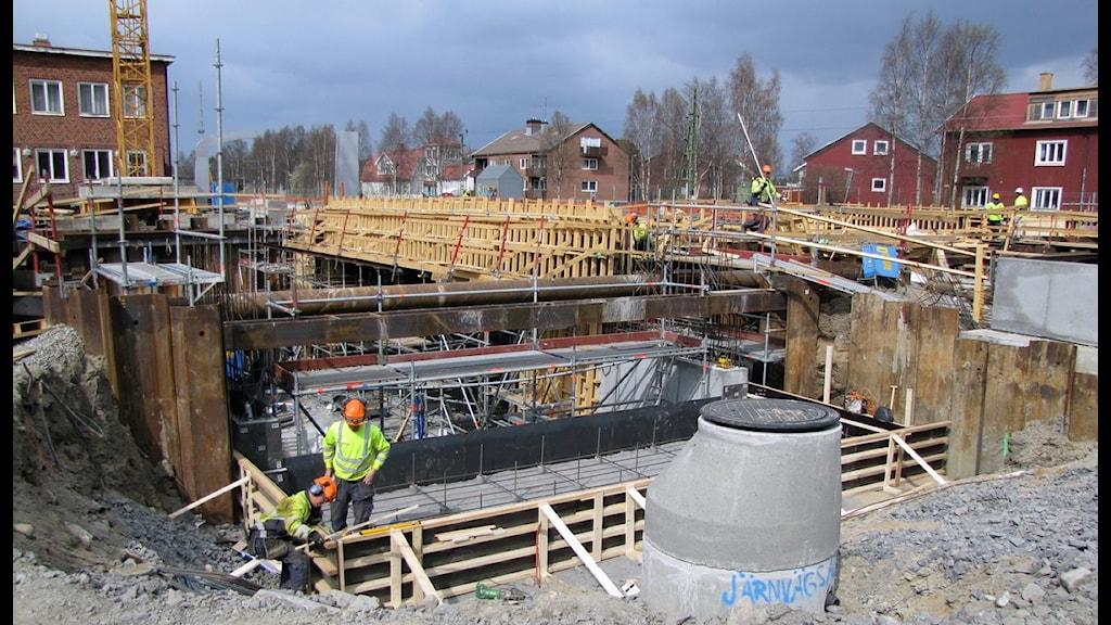 Byggarbetare vid Umeå Central. Foto: Inga Korsbäck/SR.