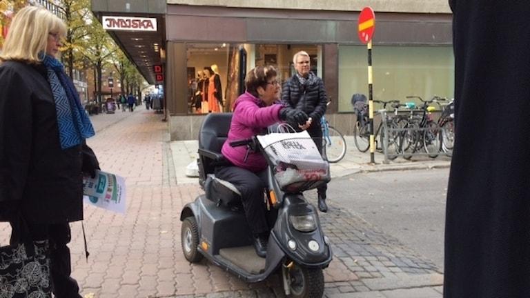 Karin Wising försöker komma in Foto Åza Meijer