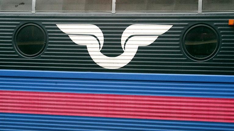 SJ:s emblem på ett tåglok. Foto: Hasse Holmberg/Scanpix.