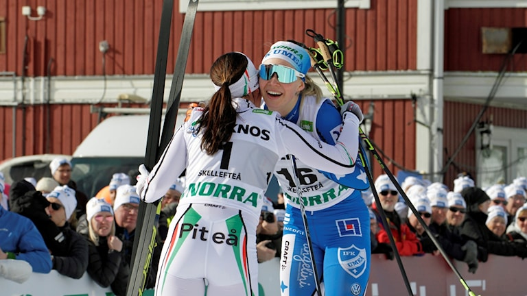 Charlotte Kalla och Jonna Sundling efter målgång