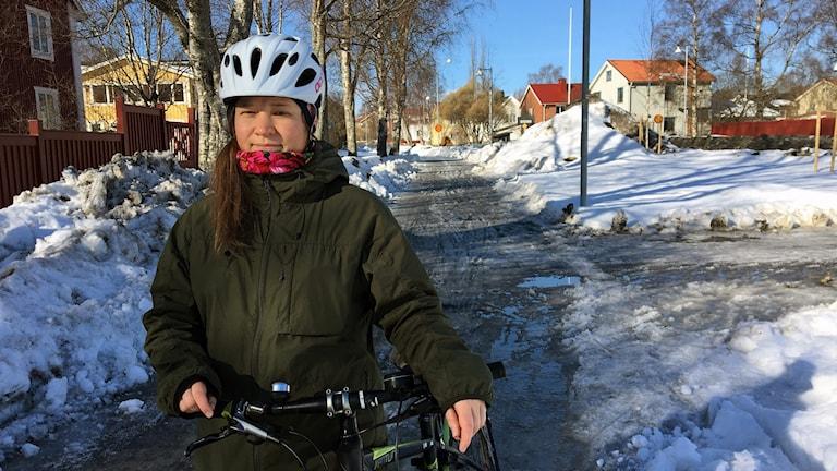 Cyklisten Jennie Wadman på Backenvägen.
