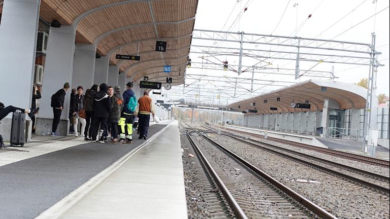 Passagerare väntar på tåg, Umeå centralstation