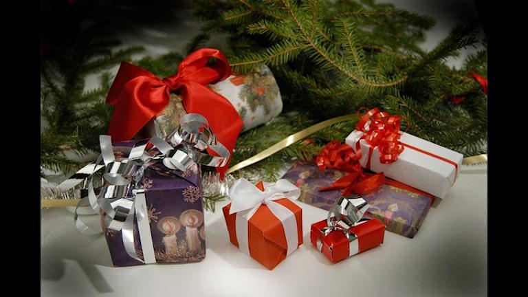 Köpa julklappar igår men inte idag. Foto: SR