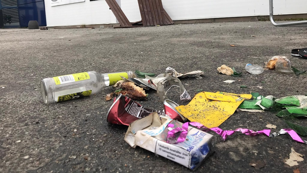 nedskräpning på parkeringarna vid Furuviks Industriområde i Lycksele