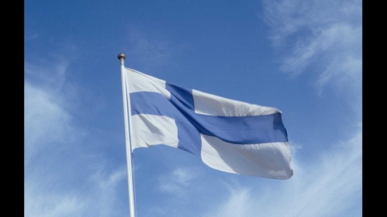 FLAGGA FINLAND PÅ FLAGGSTÅNG