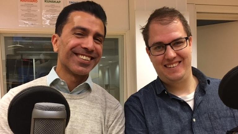 Omid Rezvani och Oskar Vesterberg i studion