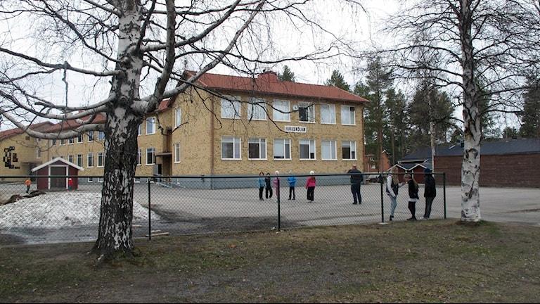 Furuskolan i Jörn där eleverna föreslås flyttas til Boliden. Foto Anna Burén/SR.