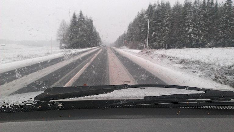 Snöslask på vägen den 16 oktober 2012. Foto: Erpo Heinolainen/SR