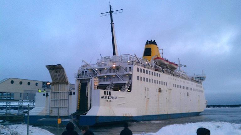 Wasa Express vid hamn i Holmsund (arkivbild). Foto: Peter Öberg, SR.