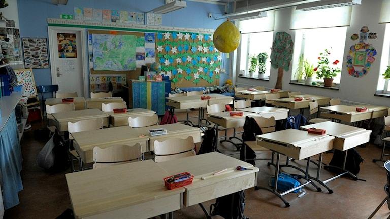 Skolbänkar i ett klassrum. Foto: Janerik Henriksson/Scanpix.