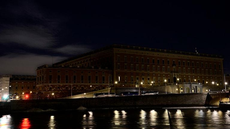 Kungliga slottet i Stockholm släckte sin belysning under earth hour 2013. Foto: Pontus Lundahl/Scanpix.