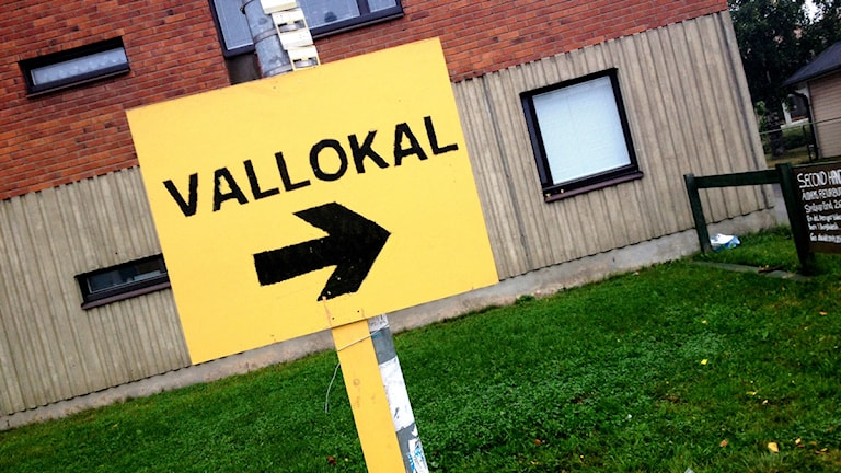 Vallokal-skylt. Foto: Sofia Johansson/Sveriges Radio