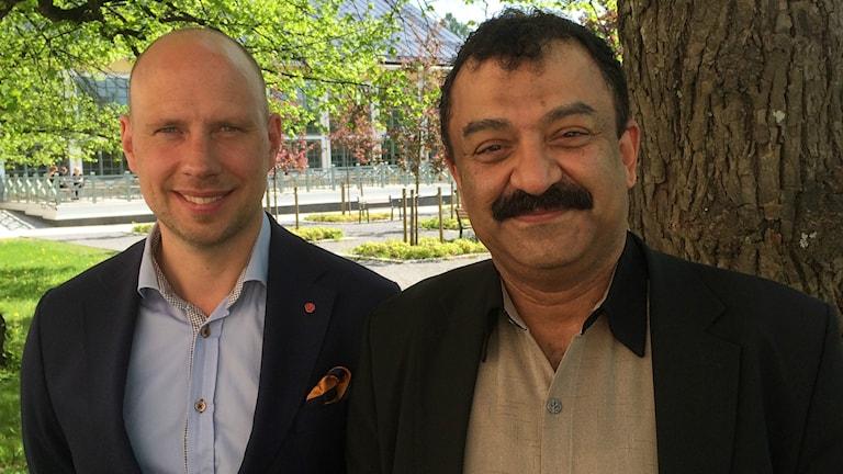 Hans Lindgerg (S) och Nasser Mosleh (MP) har lagt fram ett gemensamt budgetförslag för Umeå kommun 2017.