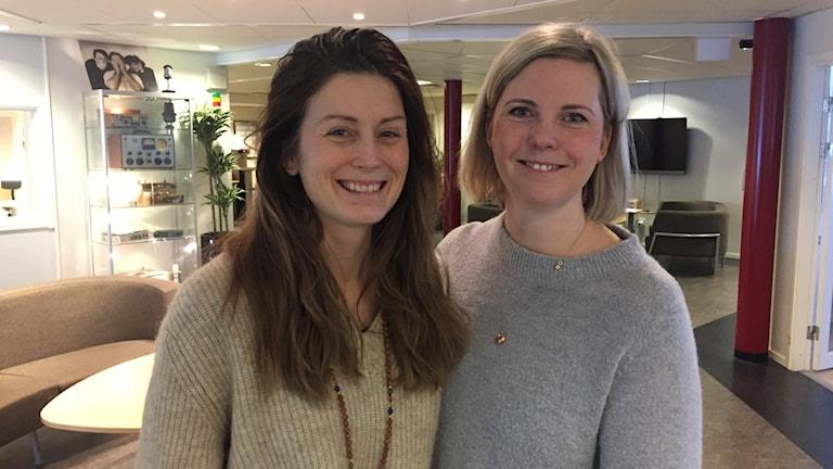 Maria Östlund yogainstruktör och Cia Sandström, barnmorska samlar in förlossningsberättelser