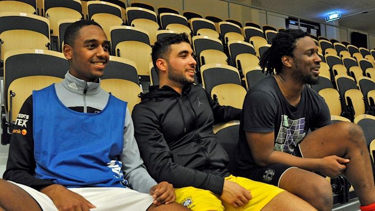 Jacob Beshir, Dani Messaoudi (ordförande) och Stephen Boateng (tränare) blickar fram mot en futsalsäsong i division 1 för Umeå Interkulturella IF