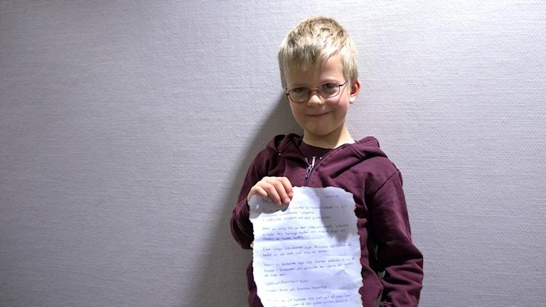 Holger Wangdell med ett brev från pirater.