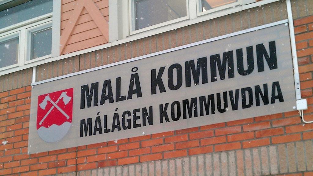Skylt med texten Malå kommun. Foto: Peter Öberg, Sveriges Radio.