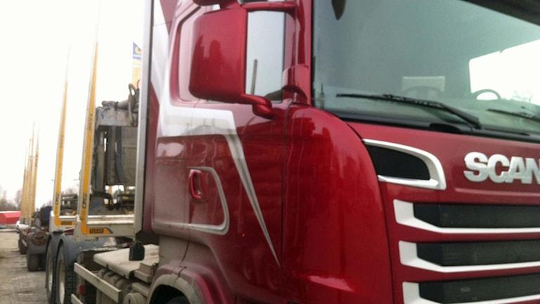 En lastbil för timmertransport