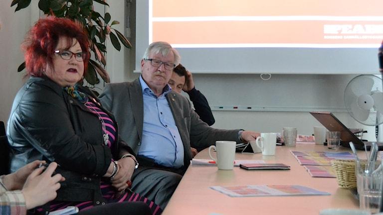 Nordmalingspolitikerna Ulla-Maj Andersson (S) och Ingemar Sandström (C). Foto: Alexandra Boström/Sveriges Radio.