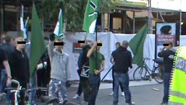 Svenska Motståndsrörelsen demonstrerar i Umeå. Bild från polisens videoupptagning.