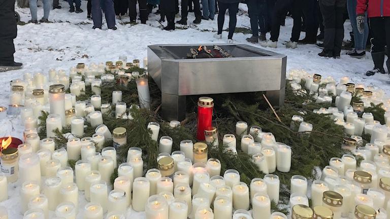 Ljusmanifestation för att hedra drogernas offer i Vilhelmina foto Henrik Brandt Sveriges Radio
