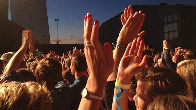 Publik applåder på UxU Festivalen 2014. Foto: Erica Dahlgren/Sveriges Radio