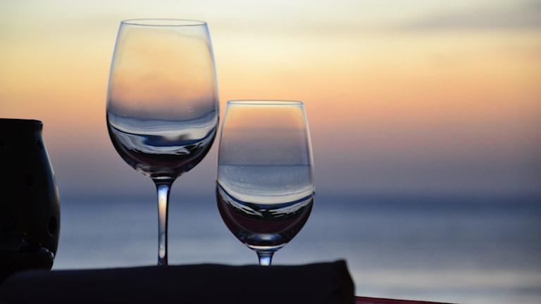 Romantisk middag, glas. Foto: Simon_sees/Flickr/https://flic.kr/p/bXdbAV (CC BY 2.0)