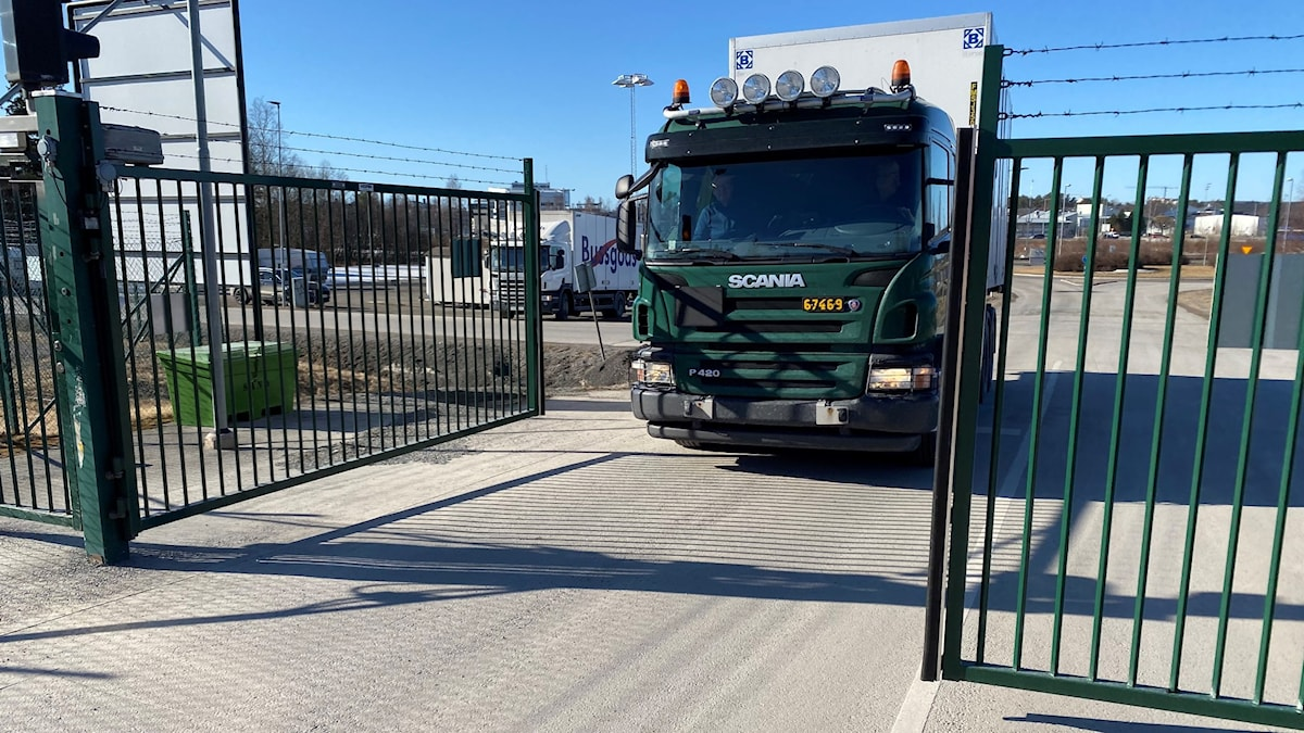 Lastbil med skyddsutrustning till regionerna. Foto: Försvarsmakten