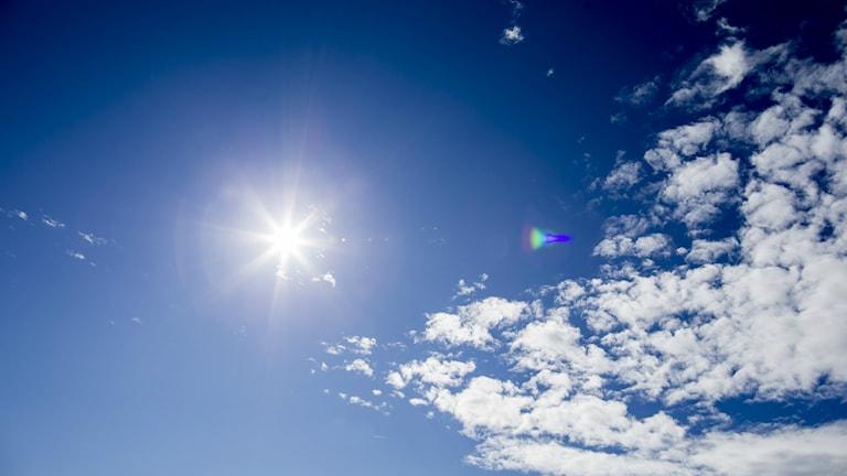 Solljus på himlen