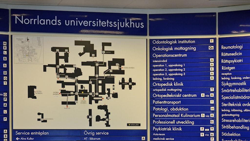 Orienteringstavla med karta över Norrlands universitetssjukhus, Nus, i Umeå. Foto: Lillemor Strömberg/Sveriges Radio.