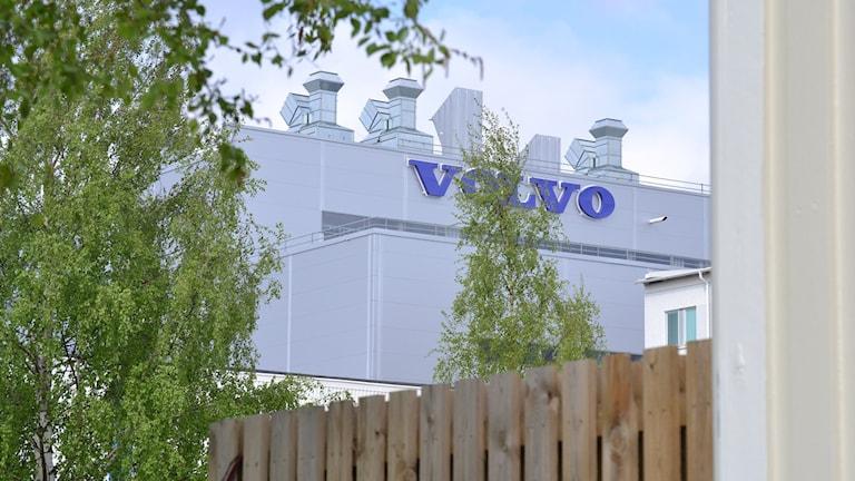 Volvo lastvagnar i Umeå. Umeverken ligger på Böleäng där ett helt bostadsområde byggdes med tanke på volvoarbetarna. Foto: Lillemor Strömberg/Sveriges Radio.