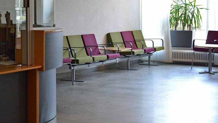 Norrlands universitetssjukhus, Nus, Centralhallen, väntsal, informationsdisk, Västra entrén. Foto: Lillemor Strömberg/Sveriges Radio.