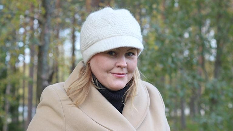 Erica Dahlgren med mössa. Foto: Helena Ramfjord/Sveriges Radio