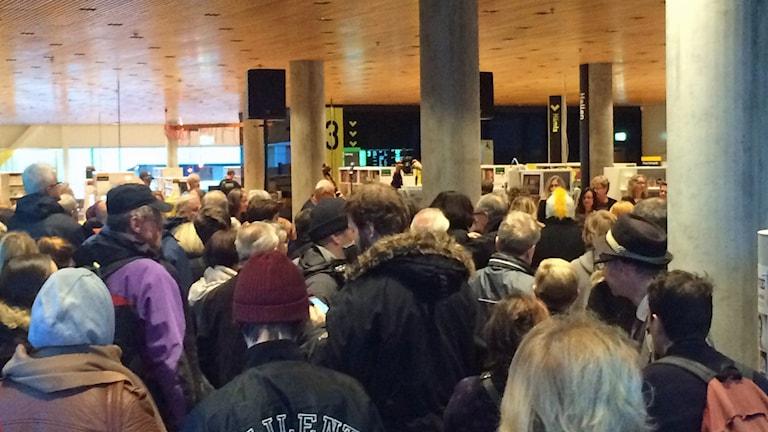 Många kom till invigningen för att se Kulturväven. foto:Anders Wikström/SR