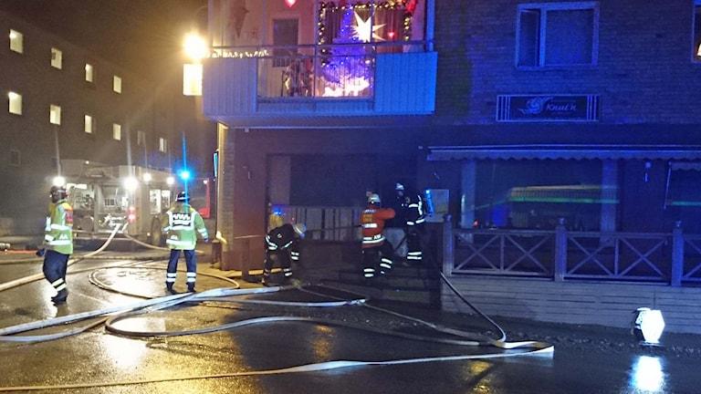 Brand i pizzeria Knuten i Lycksele. Foto: Örjan Holmberg, Sveriges Radio.