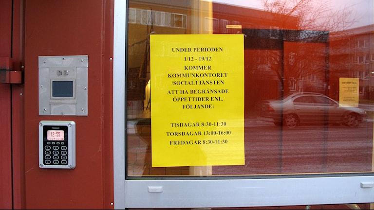 Begränade öppettider på kommunhuset i Holmsund, Foto: Anna Burén/Sveriges Radio.