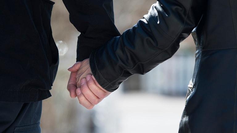 Två hand i hand