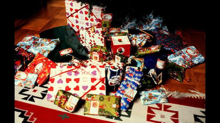 Kummanaan deeqaha xilliga xafladda Krismaska oo loo qeybin doono dadyoowga u baahn magaalada Skellefteå. Sawirle: SVT/Bild