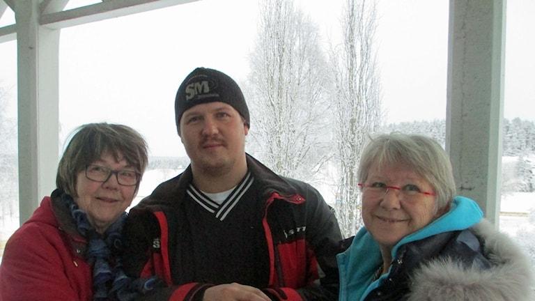 Gerd Nyman och Anki Ferm tycker Marino Carlsson är värd en kram.