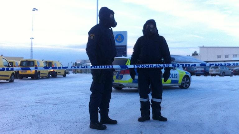 Polisen spärrade av posten i väntan på provresultaten. Foto: Joakim Silverdal/SR.